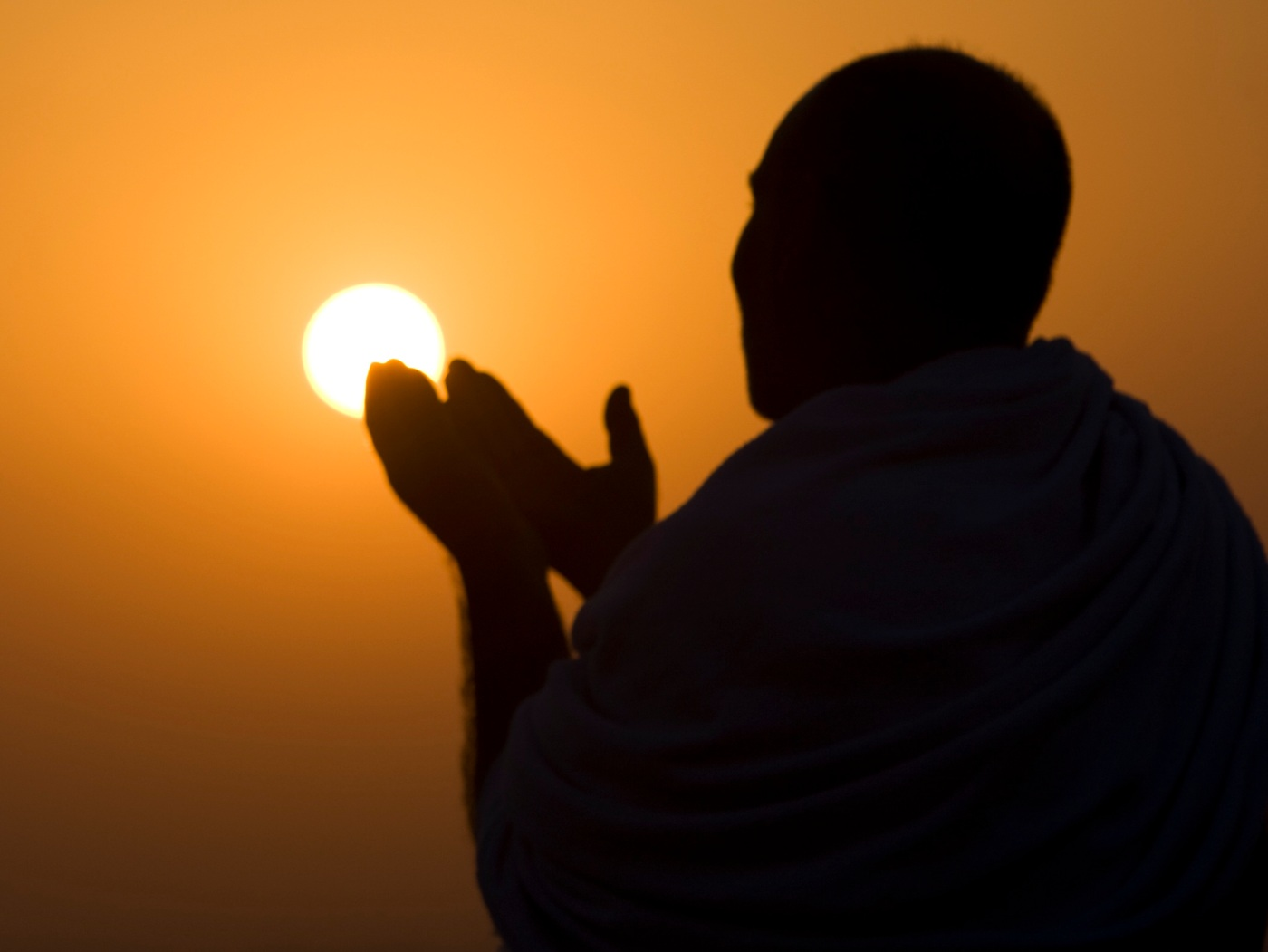 A Muslim pilgrim prays at the top of Mount Noor in Mecca, during the annual pilgrimage (Haj) December 4, 2008. The pilgrims will visit the Hera cave in Mount Noor, where Muslims believe Prophet Mohammad received the first words of the Koran through Gabriel. REUTERS/Ahmed Jadallah (SAUDI ARABIA)