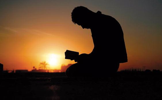 mezarlıkta-dua-etmek